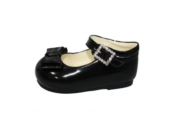 Black Patent Shoes With Bow Feature